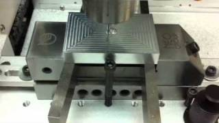 Cutting metal mold for plastic injecting